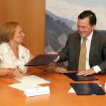 La alcaldesa de San Cibrao con el Conselleiro de Medio Ambiente
